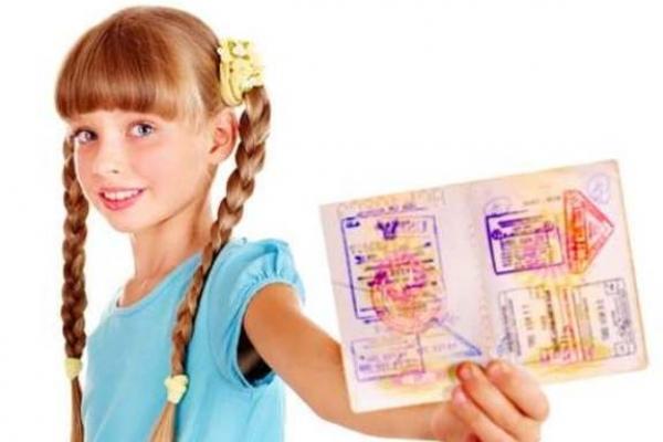 Як мешканцям Рівненщини оформити закордонний паспорт для дитини