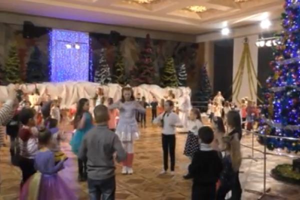 Вихованці ПДМу показали рівненським діткам виставу (Відео)