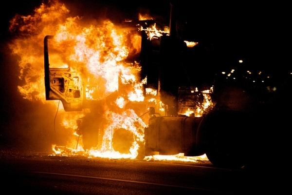 На Рівненщині зловмисники підпалили два вантажних автомобілі