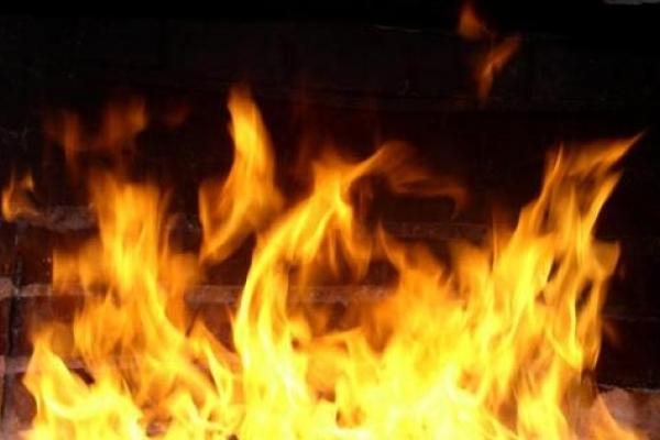 Поліція розслідує причини пожежі у бaгатоповерхівці Рівного