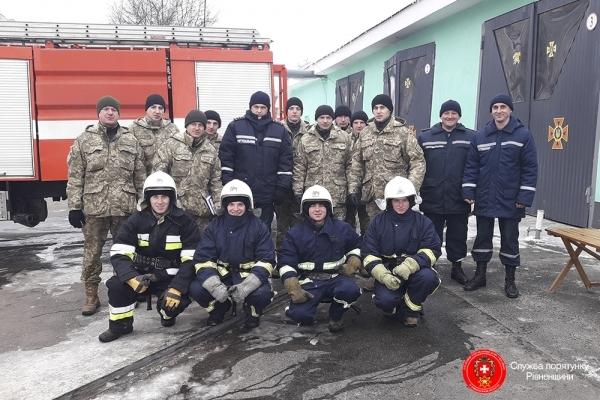 Рівненські рятувальники звертаються до батьків з проханням дбати про безпеку своїх дітей