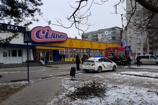 На автовокзалі замінували супермаркет (Фото)
