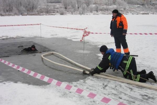Рятувальники закликають рівнян не виходити на тонку кригу (Відео)