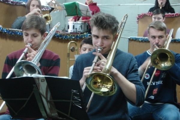 У Смизі дитячий духовий оркестр  оновився трубами й саксофонами