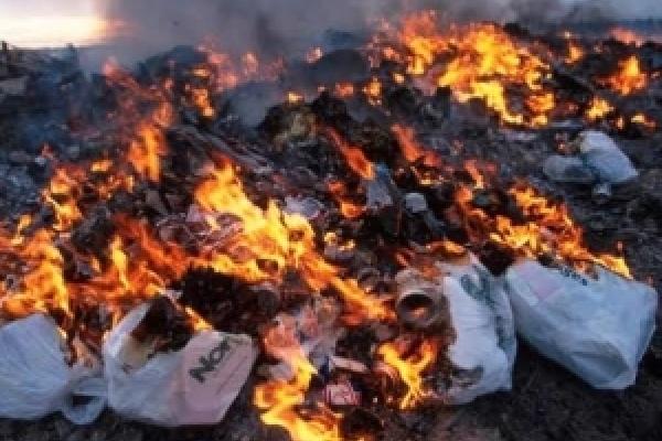 У Квасилові горіло сміття