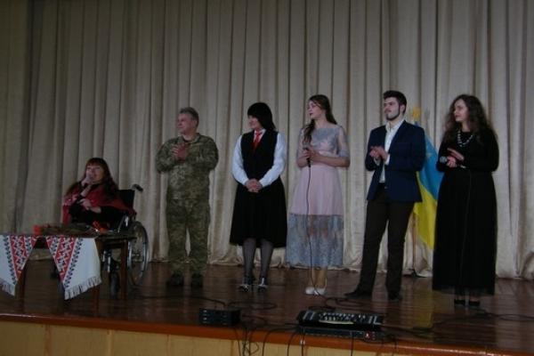 День Cоборності України у Здолбунові відзначали волонтерським концертом (Фоторепортаж)