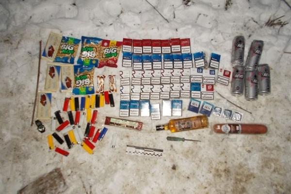 На Рівненщині молодики обікрали магазин (Фото)