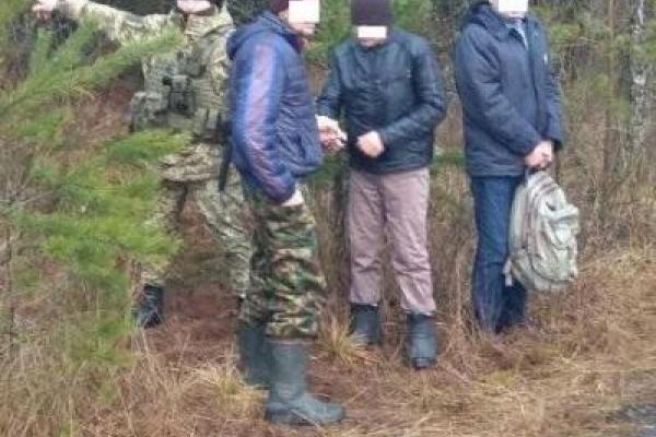 На Рівненщині затримали двох чоловіків, які намагались переправити до Білорусі громадянина України