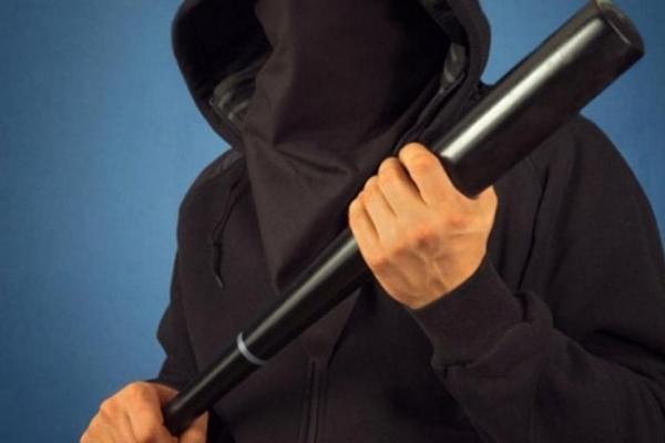 Невідомі з «BMW» чорного кольору побили чоловіка, який доставляв хліб у магазини Рівного