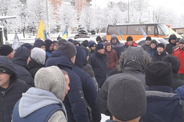 Рівненські автомобілісти пікетували ОДА (Фото, відео)