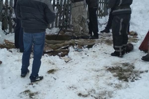 На Рівненщині рятувальники дістали тіло жінки з колодязя