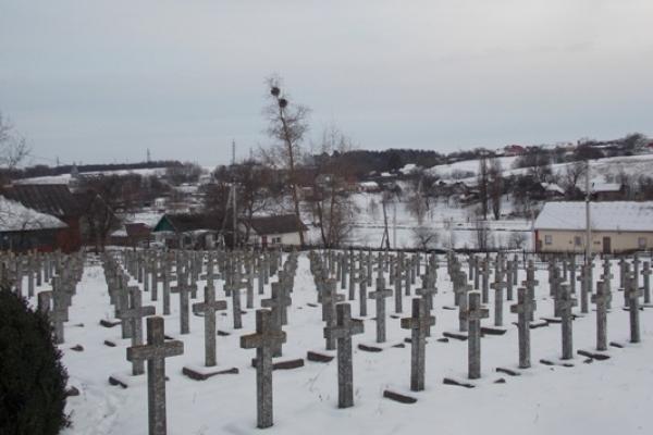 На Рівненщині у Бронниках біля 90-річної церкви поховано дві сотні німецьких солдат