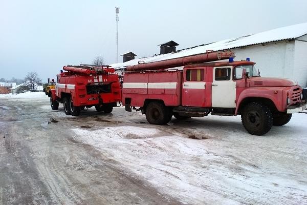На Зарічнянщині селяни власними силами гасили пожежу у магазині (Фото)