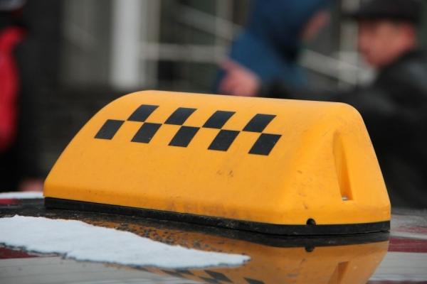 Таксистів-нелегалів штрафують на Рівненщині