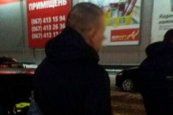Поліцейські Рівненщини викрили чоловіка, який вербував дівчат (Фото)