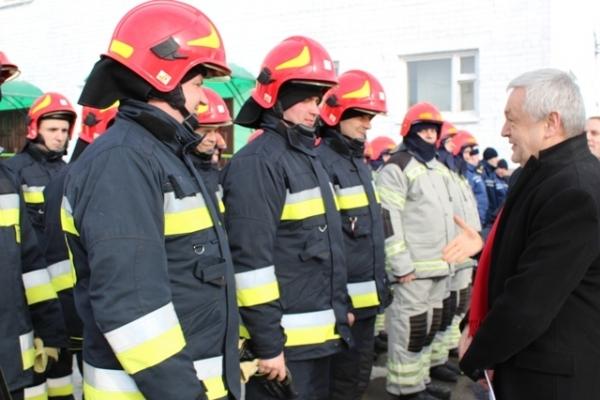 Рівненським рятувальникам подарували нове обладнання (Фото)
