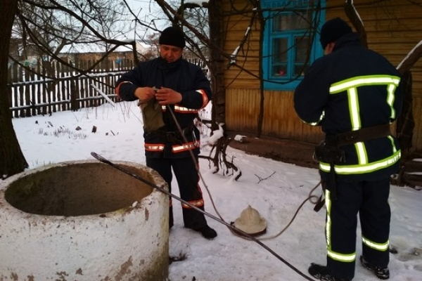 На Рівненщині виявили мертвого чоловіка у колодязі (Фото)