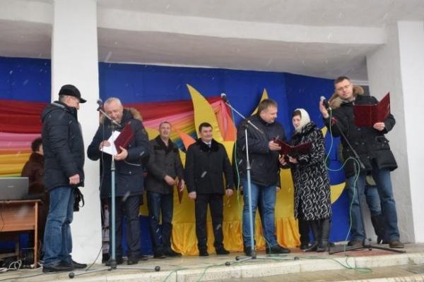 Десятьом працівникам Мирогощанського іподрому вручили витяги із земельного кадастру