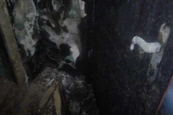 Родичам рівненського активіста підпалили двері