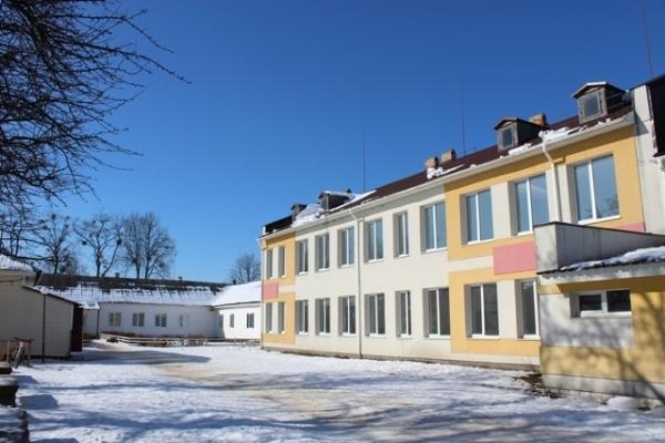 На Поліссі Кисорицьку школу то будували, то на роки кидали