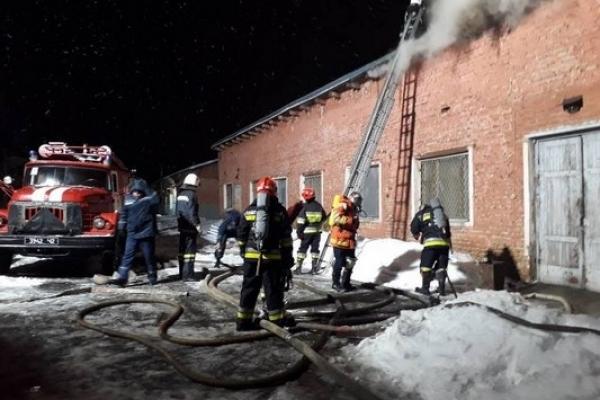 Рятувальники оприлюднили відео з пожежі на рівненському заводі (Фото, відео)