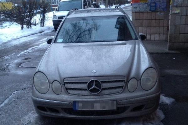 Нетверезий водій у Рівному ледве не збив пішоходів на переході (Фото)