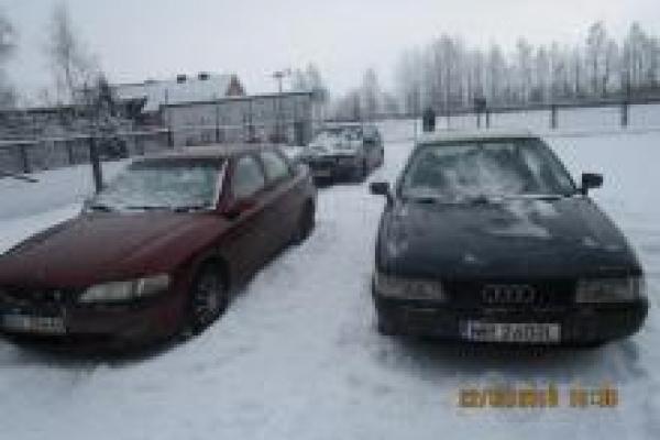 Рівненські митники не дозволили ввезти в Україну автомобілі по підроблених документах