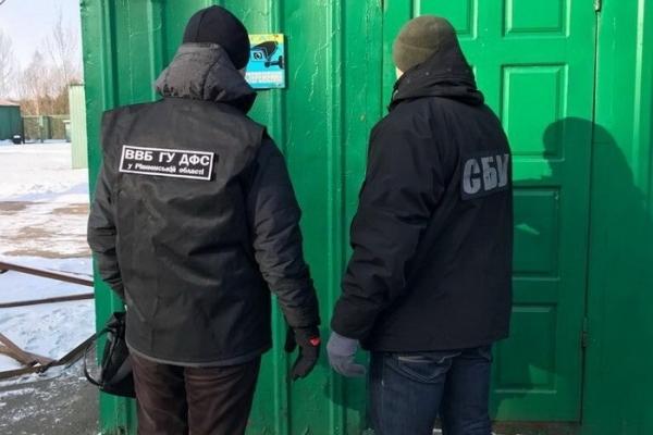 На Рівненщині на хабарі затримали митників