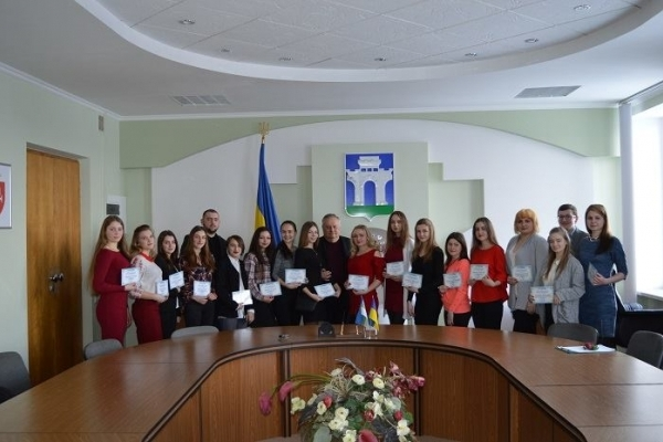 Голова Рівного вручив стипендії розумним студентам (Фото)
