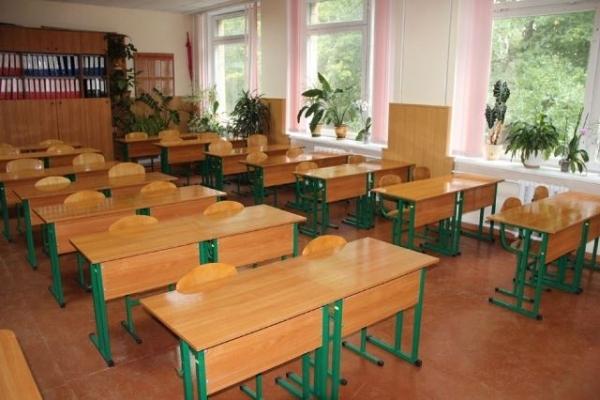 На Рівненщині у всіх навчальних закладах можуть зупинити навчання