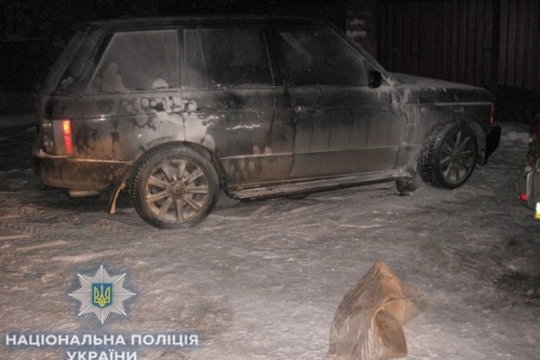 У Рівному бізнесмену спалили «Land Rover»