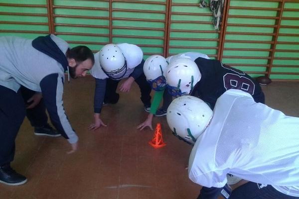 Школярі на Рівненщині спробували себе у ролі гравців команди з американського футболу (Фото)