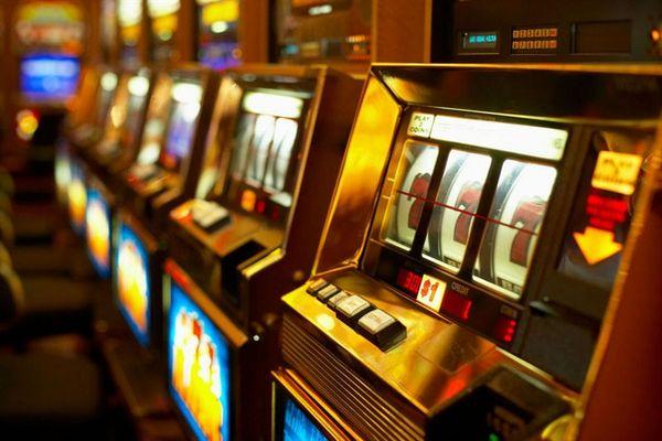 На Рівненщині, скаржаться на засилля гральних автоматів