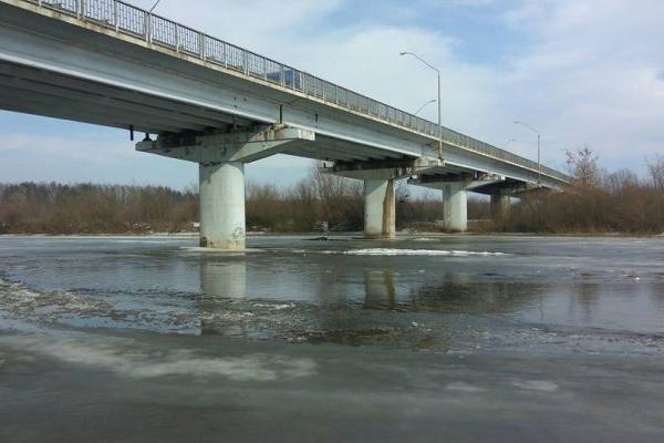 На Рівненщині чоловік впав з мосту