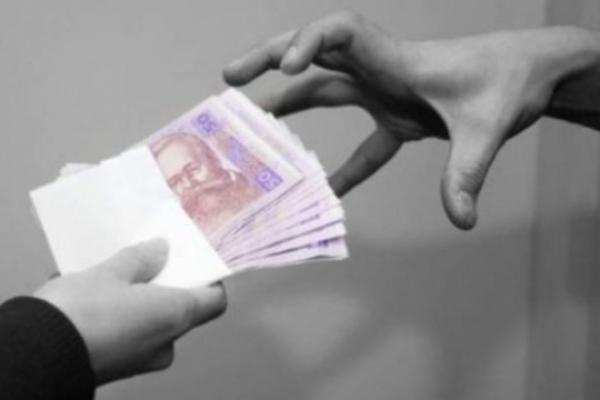 Пенсіонерку у Рівному ошукав псевдоправоохоронець на 15 тисяч гривень