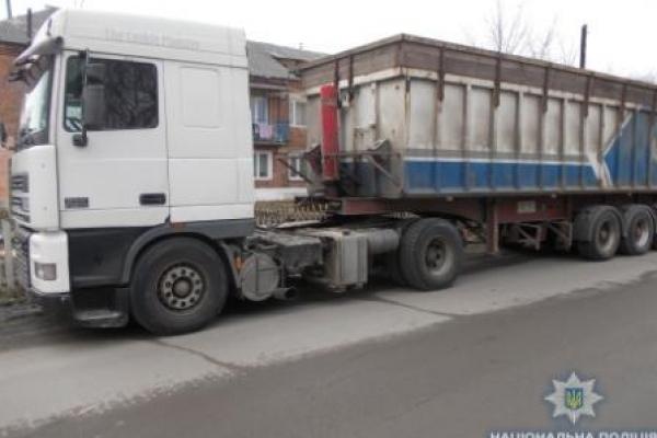 Вантажівку деревини намагалися вивезти з Рівненщини в іншу область (Фото)
