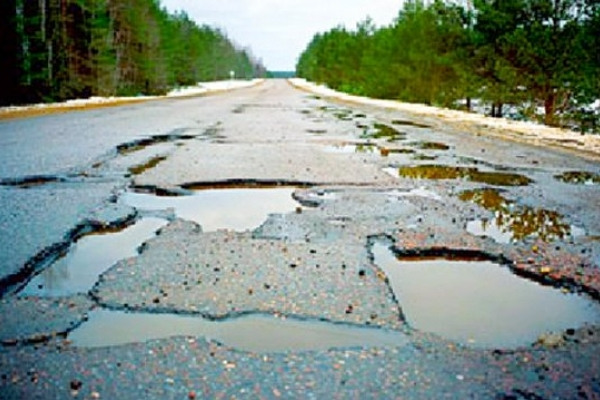 Рівненські шляховики пообіцяли залатати жахливі дороги