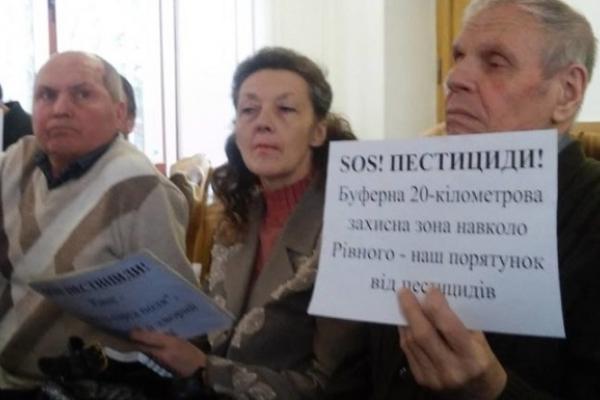 Рівненські пасічники просять депутатів облради захисту від агрохолдингів