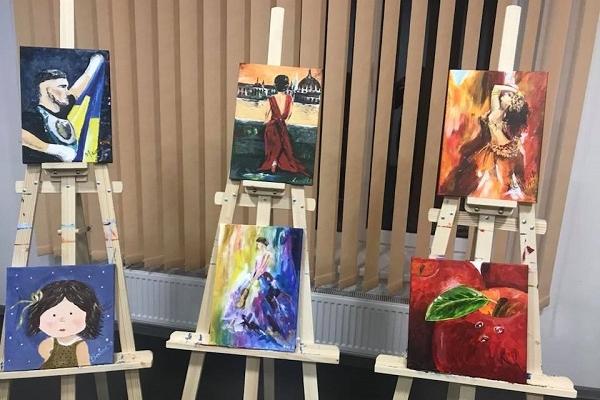 Завтра у сесійній залі Рівненської облради продаватимуть картини, намальовані бійцями (Фото)