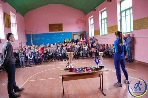 На Рівненщині учасниця Олімпійських ігор провела розминку для дітей