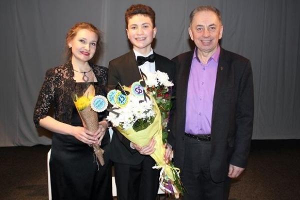 Юний композитор Назар Власюк у день свого п'ятнадцятиріччя підготував для рівнян годинну програму