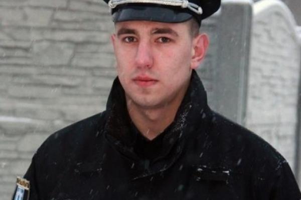Патрульний, який рятував рибалок на Басівкутському озері в Рівному разом з надзвичайниками, отримав нагороду (Фото)