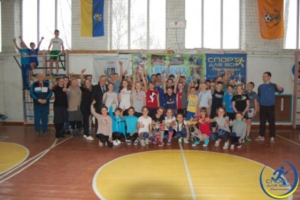 На Рівненщині учасниця Олімпійських ігор провела розминку для учнів