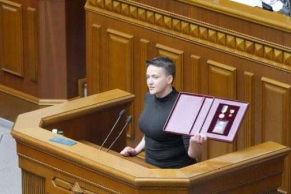Надію Савченко арештували в кулуарах Верховної Ради (ВІДЕО її виступу)