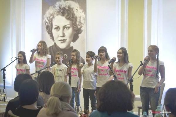 У Рівному березень зігрітий поезією Ліни Костенко