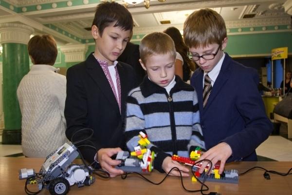 Школярі Рівненщини отримають «LEGO»