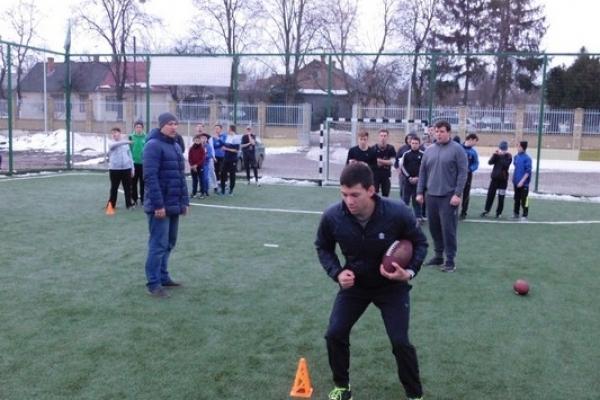 Тренування для гравців американського футболу з Рівненщини провів американець (Фоторепортаж)