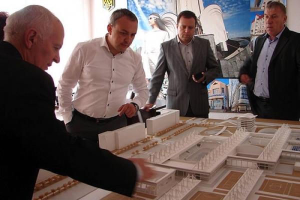 Шість компаній боролися за право будувати спорткомплекс на Макарова у Рівному (Відео)