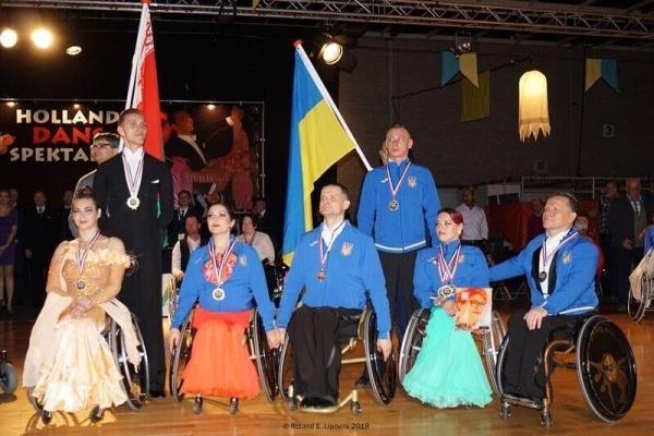 Спортсмени Рівненщини вибороли «золото» у міжнародному турнірі зі спортивних танців на візках (Фото)