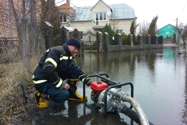 Бійці ДСНС рятували рівнян від потопу (Фото)
